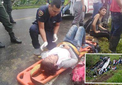 Bús de la U. Amazonía se accidentó en vías del Caquetá