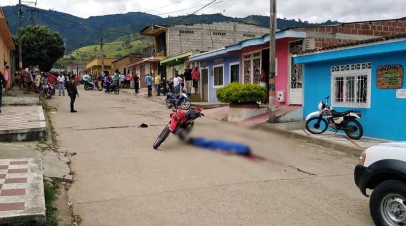 Iba en moto y lo asesinaron a balazos en Algeciras